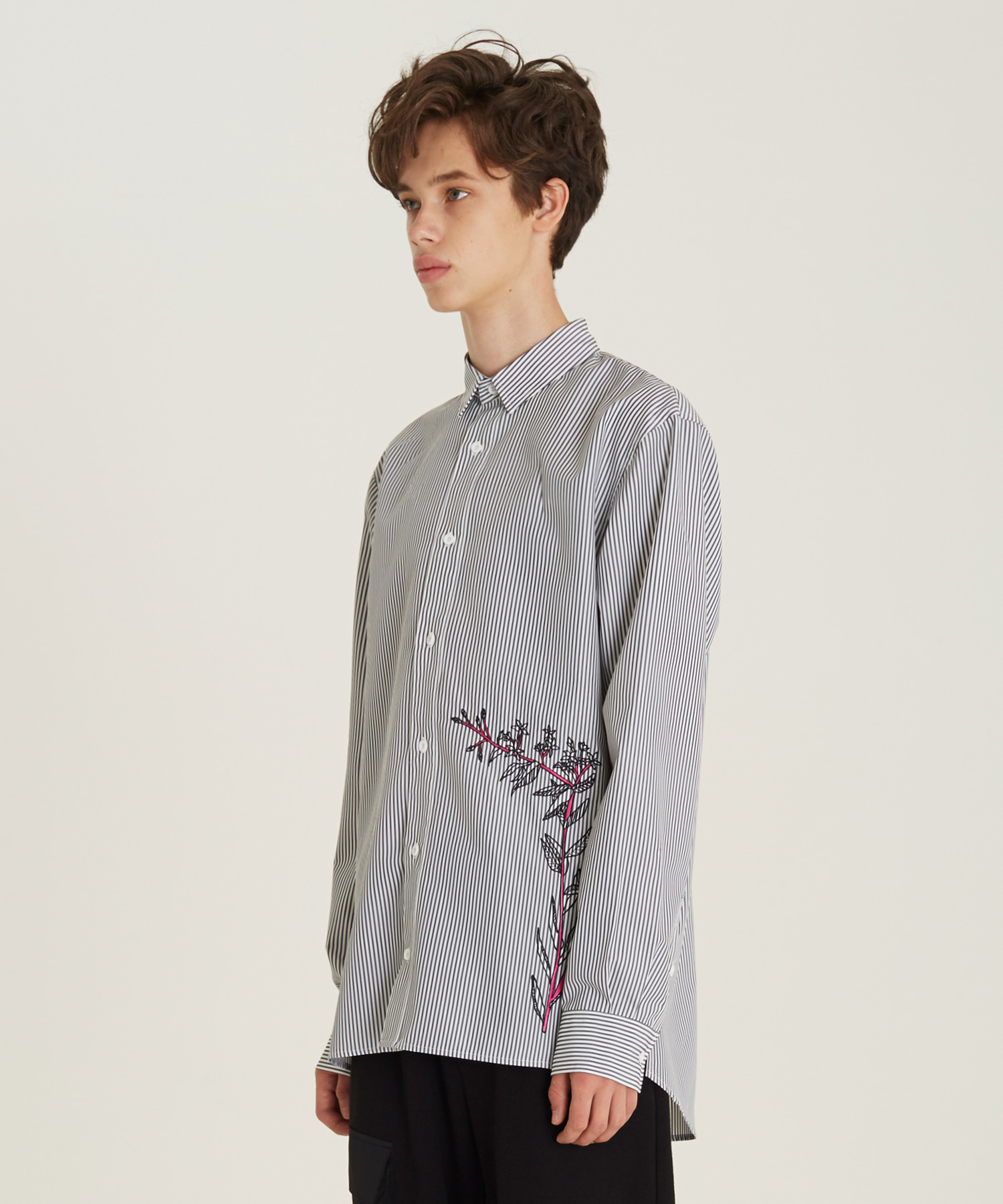 [18FW][50% 세일] Flower Embroidery Stripe Shirts(BK)